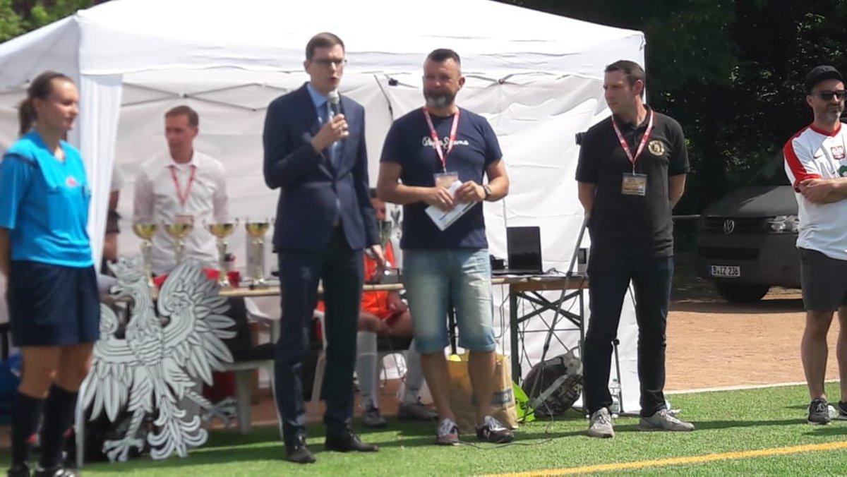 Pan Konsul Marek Sorgowicki otwiera turniej Polonii Berlin z okazji 100 rocznicy Odzyskania Niepodleglosci przez Polske w Berlinie